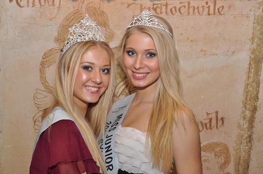 Zleva: Miss Junior 2011 Natálie Kotková a Miss Sympatie Veronika Pilátová.