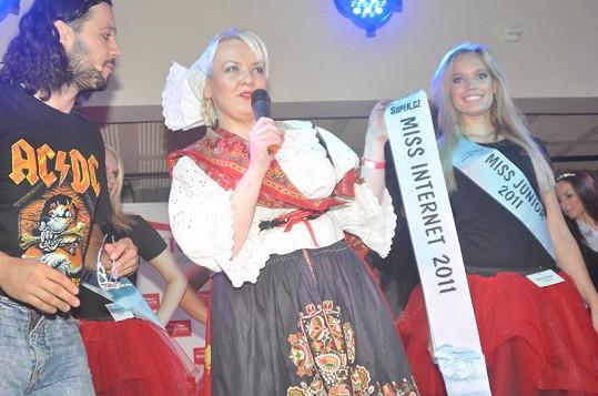 Miss Internet se stala Kristýna Pumprlová (vpravo).