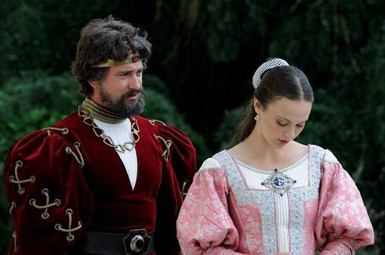 Saša Rašilov se svou královskou dcerou v podání Petry Tenorové.