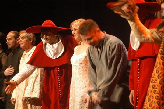 V první verzi Hamleta se seznámili pepa Vojtek a Sabina Laurinová.