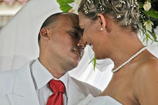 Svatba Ignacia Estrady a Wendy Iriepy vnímají homosexuální Kubánci jako obrovský úspěch a pokrok.