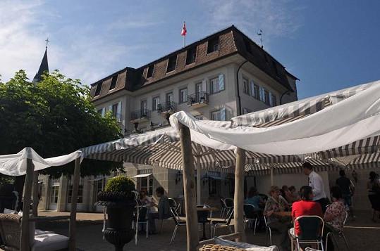 Restaurace Zdeňka Pohlreicha leží na břehu Bodamského jezera.