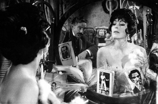Zde ve slavné roli Tornado Lou ve filmu Limonádový Joe aneb Koňská opera (1964).