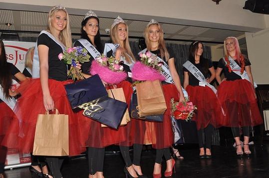 Zleva: Miss Sympatie, Miss Junior Slovensko, Miss Junior Česká republika a Miss Internet.