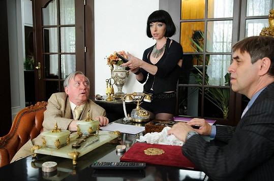 Tatiana Vilhelmová v akci s Jiřím Lábusem a Miroslavem Táborským.