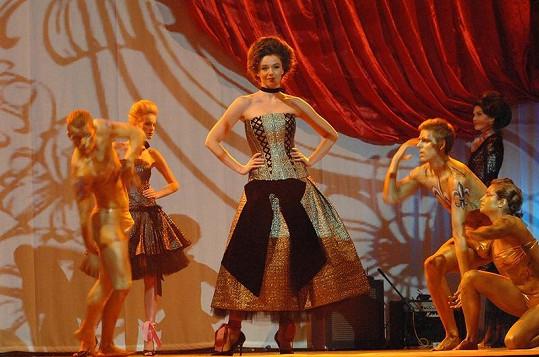 Módní přehlídky Beáty Rajské jsou vždy jednou velkou show.