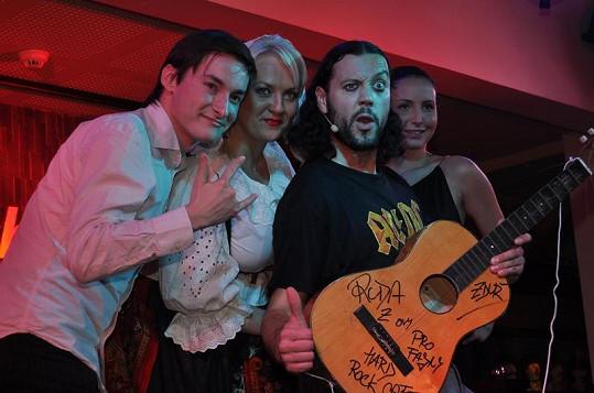 Ruda z Ostravy do sbírek Hard Rock Cafe věnoval svou první kytaru.