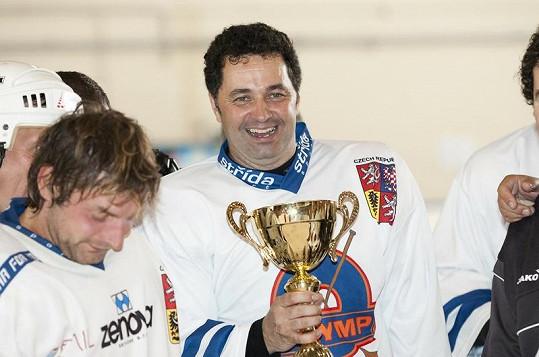 Martin Dejdar s pohárem pro vítěze na Česko-Slovenských hrách v Bruselu