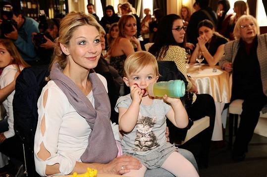 Sabina Laurinová s mladší dcerou Majou.