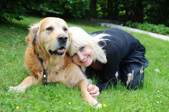 Bára s téměř jedenáctiletým labradorem Garpem.