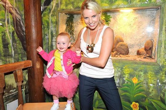 Kateřina Kristelová s roční dcerou Claudií.