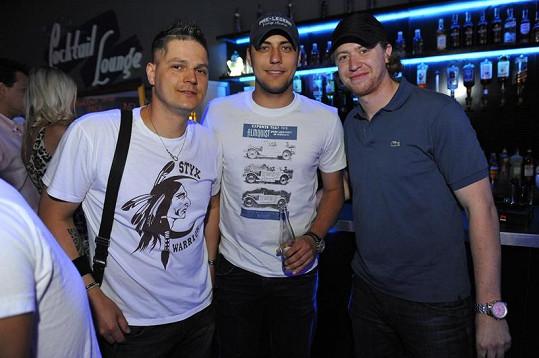 Petr se přátelil s hokejisty Jakubem Voráčkem a Ondřejem Pavelcem (uprostřed).