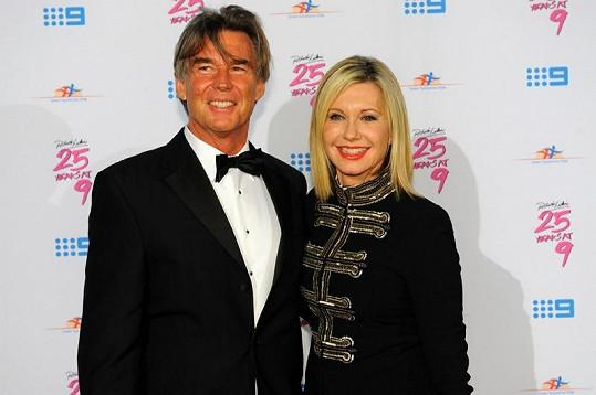 Olivia Newton-John s manželem.