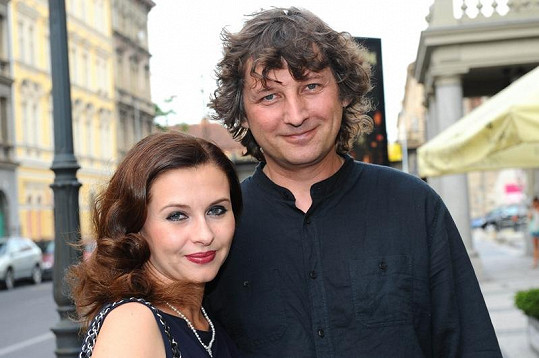 Krásně nalíčená Dana s manželem.