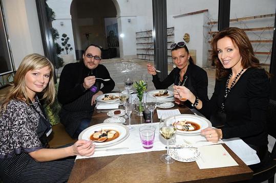 Kateřina Brožová, Alice Bendová, Marián Vojtko a Monika Žídková si v restauraci Lichfield velmi rozuměli.