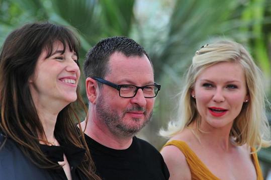 Režisér Lars Von Trier s herečkami Charlotte Gainsbourg (vlevo) a Kirsten Dunst letos v Cannes.