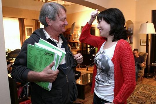 Kostková s režisérem Adamcem před natáčením.