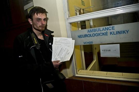 Fotograf musel být hospitalizován v nemocnici.