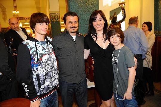 Marii Rottrovou přišel pozdravit syn Vítek s manželkou Tamarou a syny Brunem a Maxem