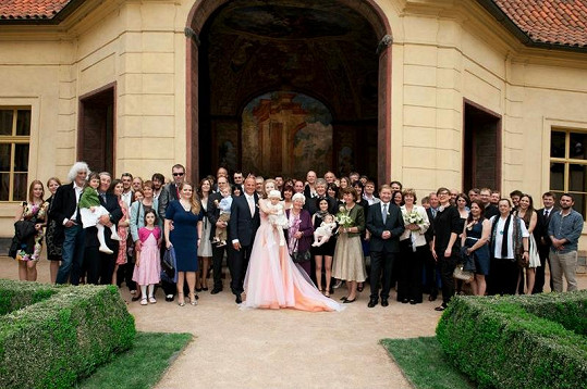 Svatebčanů byly desítky.