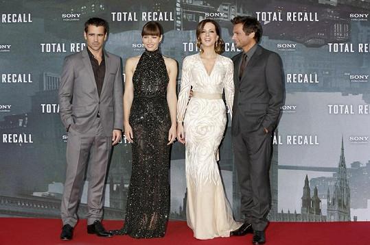 Obsazení filmu Total Recall. Zleva: Colin Farrell, Jessica Biel, Kate Beckinsale a režisér Len Wiseman.