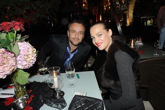 Kateřina Sokolová s přítelem Robertem Hájkem na závěrečné párty Prague Fashion Weekendu.