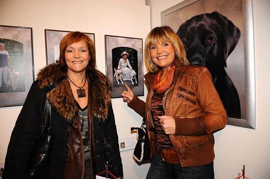 Věra Martinová (vpravo) se sestrou.