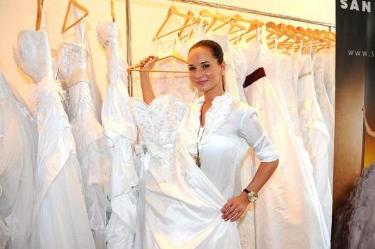 Sandra Nováková už vybírá svatební šaty.