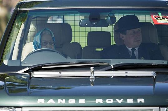 Královna se projížděla po hrabství hradu Windsoru.