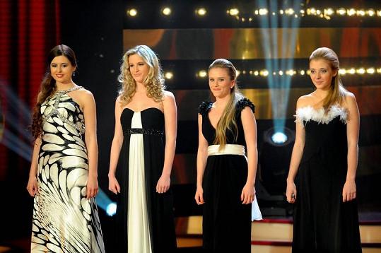 Půvabné dcery v akci: Eliška Jandová, Dominika Kratinová, Mariánka Prachařová a Anička Slováčková.