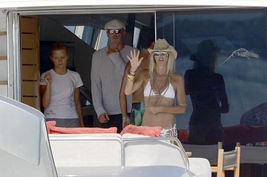 Bývalá topmodelka s miliardářem na jachtě.