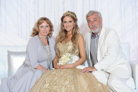 Zuzana Rosáková s rodiči.