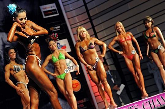 V prvním kole soutěže se ukázaly ženy velice drobné, i statnější.