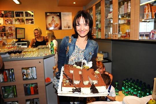 Kostková dostala i narozeninový dort.
