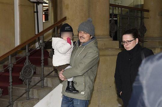 Dorazil Michal Malátný s dcerkou.