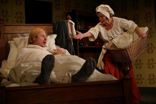 Jana Krausová a Karel Roden hrají společně v divadelní hře Zdravý nemocný.