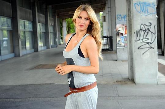 Simona Krainová ve stejný den fotila kampaň na auto.