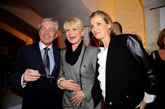 Jan Měšťák s Miladou Karasovou a Terezou Maxovou.