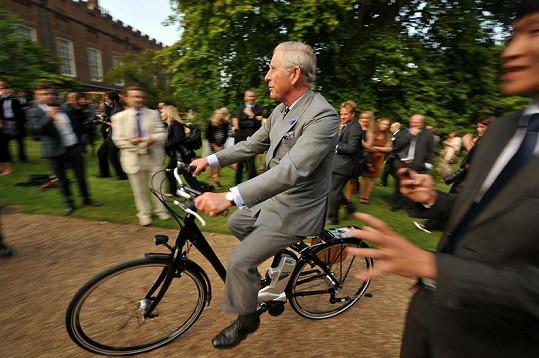 Charlesi se zalíbilo elektricky poháněné kolo.