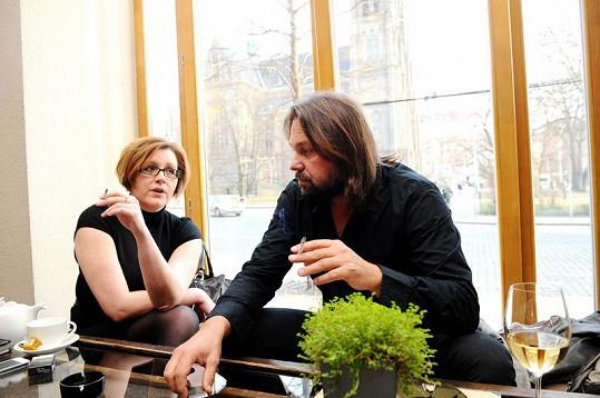 Tehdy si plácli: jedna z nejvyšších šarží na Primě, manažerka Denisa Schulzová, si plácla s Pomejem již v pondělí k večeru.
