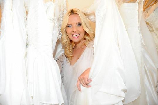 Kateřina Kristelová se vdávala v šatech ze salónu, kde se křest konal.