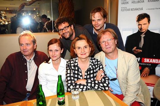 Hemala, Fuitová-Nováková, Holubová a Kramár. Nahoře vpravo Kryštof Hádek.