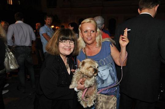Hana Krampolová a Uršula Kluková na párty.