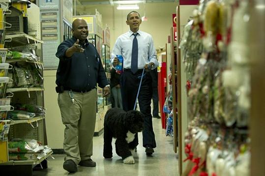 Barack Obama na vánočním nákupu.