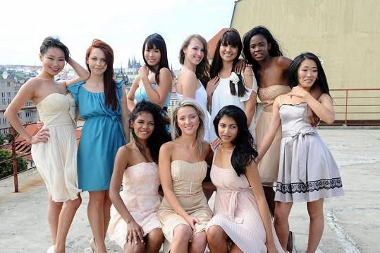 Deset dívek se utká na finále v listopadu.