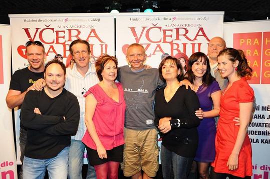 Veronika Freimanová s kolegy z nové hry.