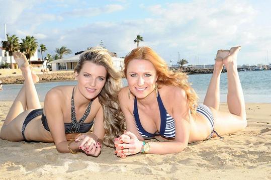 Romana Pavelková s kamarádkou Veronikou Chmelířovou na Kanárských ostrovech natáčejí klip pro Martina Maxu.