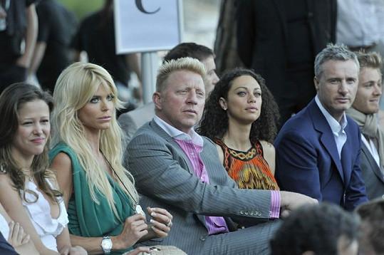 Victoria po boku bývalého tenisty Borise Beckera a jeho manželky.