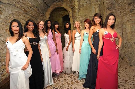 Desítka překrásných cizinek, které soutěží o Miss Expat.