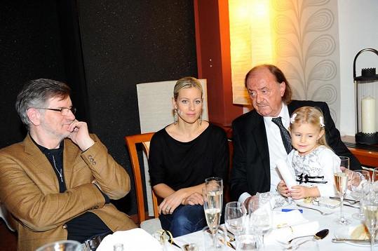 Producent muzikálu František Janeček s partnerkou, dcerou a režisérem Petrem Novotným.